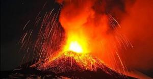Japonya'da Yanardağ Patlaması