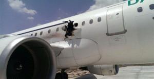Somali'de Uçağa Bombayı Bakın Kim Üstlendi