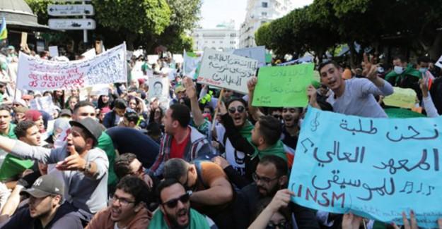 Cezayir Halkı Buteflika'nın Kardeşi Said'den Hesap Sorulmasını İstiyor