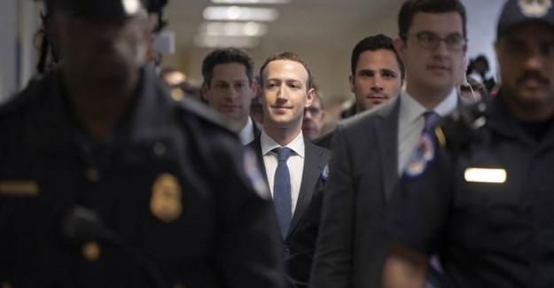 Facebook Kurucusu Zuckerberg, Mahkemeye Çıkıp Özür Diledi
