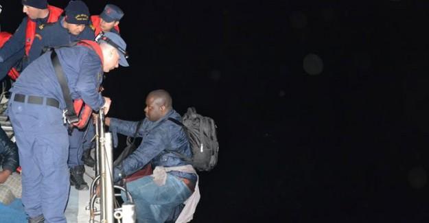 İzmir'de Sahil Güvenlik Uçağı Tarafından Belirlenen 47 Düzensiz Göçmen Yakalandı