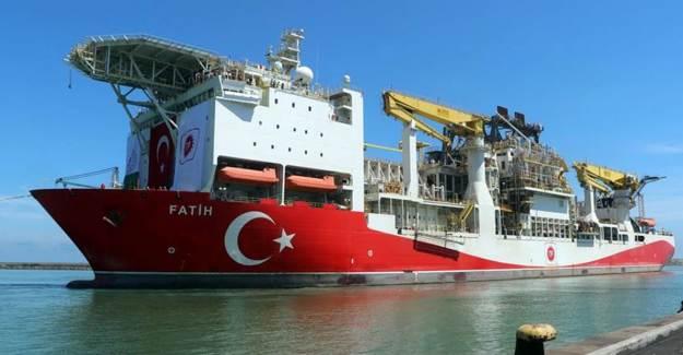 Türkiye'nin İlk Yerli Sondaj Gemisi 'Fatih' Trabzon Limanı'na Demir Attı