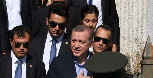 Erdoğan'dan Rusya Yorumu: Sadece Gülüyorum