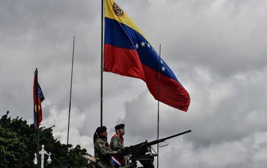 Venezuela'da Darbe Girişimi Başladı!