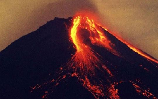 Endonezya'da Korku Dolu Anlar! Merapi Yanardağı Patladı